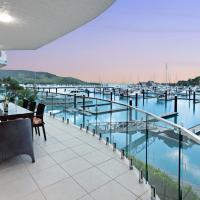 Pavillion 3 Absolute Waterfront 4 Bedroom 2 Lounge Room Plunge Pool + Golf Buggy, hotel near Hamilton Island Airport - HTI, Hamilton Island