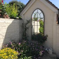 Quaint Cottage Central Henley