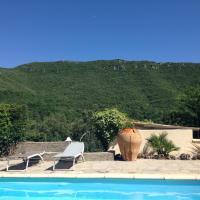 Maison d'une chambre a Saint Julien de la Nef avec magnifique vue sur la montagne piscine partagee et jardin clos