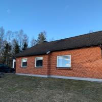 Cozy house in Kosta center surrounding with Swedish nature, hotel in Kosta