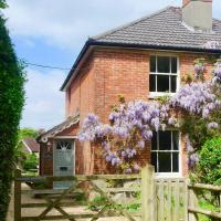 Twin Cottage, New Forest National Park, hotel in Burley