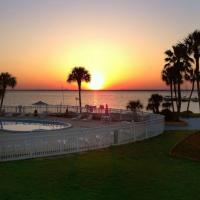 Quality Inn & Suites on the Bay near Pensacola Beach, hotel in Gulf Breeze