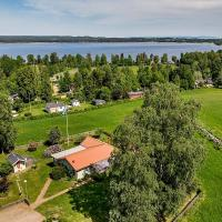 Small Guest houses by lake with beautiful scenery, hotell i Hjo