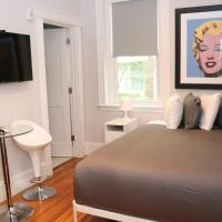 A Stylish Stay w/ a Queen Bed, Heated Floors.. #36, hotel in Brookline