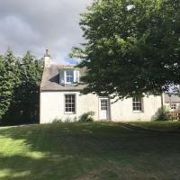 Traditional Family Home in Royal Deeside, hotel in Aboyne