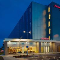Hampton By Hilton Edinburgh Airport, hotel in Ingliston