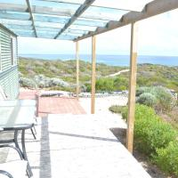 Private Beach Cottage At Ecostays, hotel em Greenough