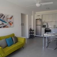 Yialos Luxury Apartments, hotel in Perivolia