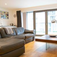 Stunning 2 Bedroom Apartment on the River Thames