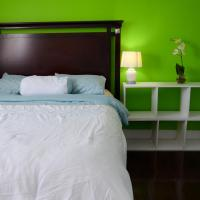 Affordable bedroom near Fanshawe and London Airport, hotel near London International Airport - YXU, London