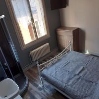 La chambre des cht'is, hotel v mestu Vayrac