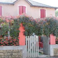 Hôtel Les Vignes Rouges, hotel in Ispagnac
