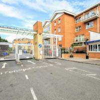 VH Lush Gated Cardiff Flat with FastWifi and Parking
