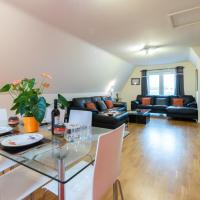 Huge Luxury Penthouse Apartment with King Bed - St Ives CAMBRIDGESHIRE, hotel in St. Ives