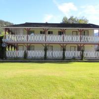 Rivermount Motel, hotel em Little Fort