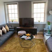 Modern & Stylish 3 Bed Soho Apartment