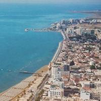 Mackenzie beach Marethea Court 6, hotel near Larnaca International Airport - LCA, Larnaka