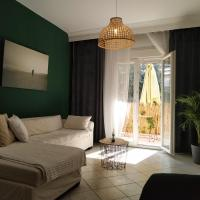 Bright Apartment steps from the Sea, hotel in Kalamaria, Thessaloniki