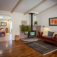 Relaxing Pastoral Wine Country Home ~ Petaluma Home, hotel in Petaluma