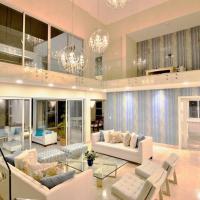 Exquisite, Modern Tropical Villa w Pool, Sleeps 10, hotel i nærheden af Punta Cana Internationale Lufthavn - PUJ, Punta Cana