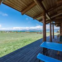 The Two Moose Inn - Luxury Log Cabin for Families!, hotel in Garden City