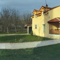 Family House Near Motorway 6 Guests 3 Bedrooms, hotel em Veles