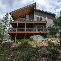 Falcons Nest (Upstairs) - 3BR/3BA Home, hotel in Yosemite West