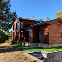 Casa de madera en Alto Tajo, hotel in Trillo