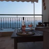 Apartment with marina view, hotel in Kalamaria, Thessaloniki