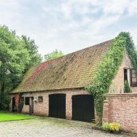 Pretty Holiday Home in Bruges with Garden, hotel in Zedelgem