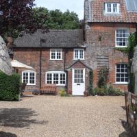 Stunning 3 bedroom cottage, all ensuite, near Stonehenge, Salisbury, Avebury and Bath, hotel in Pewsey