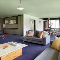 Huge stylish three bedroom apartment with pool