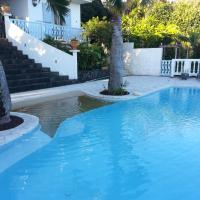 Villa spacieuse avec piscine débordement et vue exceptionnelle