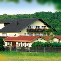 Saaletal Pension & Ferienwohnungen โรงแรมในบาดบ็อคเล็ต