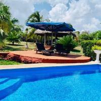 Cristina's Beach House, hotel in Havana
