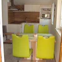 Apartmaji Ema, hotel v Kopru