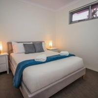 The Happy Delightful Place - 2 rooms entire apartment, hotel em Cockburn Central