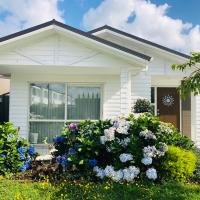 Comfortable & Modern style Living-Close to Airport