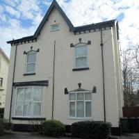 Orrel Place, 5 mins to train station, close to Aintree, large gardens, off road private car parking