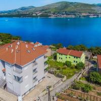 Apartments Maja, hotel in Okrug Donji