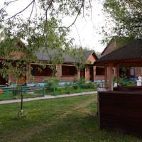 Holiday Park Russkaya Rybalka, hotel in Ostrovtsy