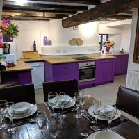 Cotswolds Valleys Accommodation - Medieval Hall - Exclusive use character three bedroom holiday apartment