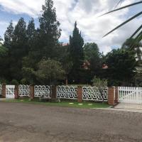 Casa alto padrão em condomínio fechado - São Roque, отель в городе Joaquim Egídio