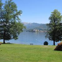 LAGNA appartamento con spiaggia lago d'Orta, hôtel à San Maurizio d'Opaglio