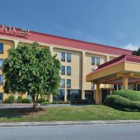 La Quinta by Wyndham Charleston Riverview, hotel in Charleston