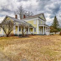 6 Bed 5 Bath Holiday home in Lake George,Adirondack, hotel in Chestertown