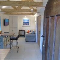 Bond's Cottage Barn