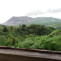 Mountain Panoramic View, hotel in Isaka