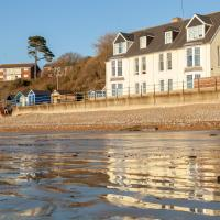 Water's Edge Apartment, hotel in Totland