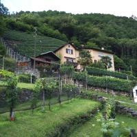 Casa immersa nel vigneto, отель в городе Roveredo